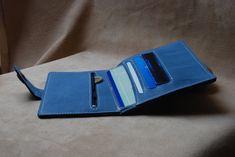 Voici ce que je viens d'ajouter dans ma boutique #etsy : Portefeuille en cuir fabrication artisanale France http://etsy.me/2DJkULu #accessoires #portefeuille #bleu #masculin #artisanat #homme #ideecadeaux #fabriqueenfrance #maroquinerie
