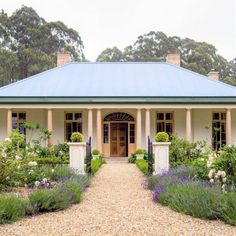 Our client sought an architect specialising in detailed classical design to build an early Australian Georgian style house with a bay window and verandahs. Australian Country Houses, Australian Farm, Australian Homes, Farmhouse Garden, Modern Farmhouse, Farmhouse Style, Facade House, House Facades, Queenslander
