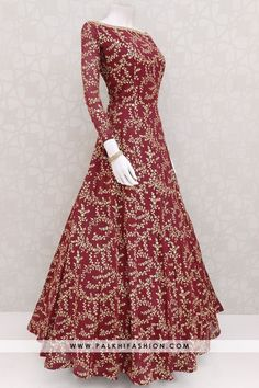 Indian Fashion Dresses, Indian Gowns Dresses, Dress Indian Style, Indian Designer Outfits, Pakistani Dresses, Indian Designers, Stylish Dresses For Girls, Stylish Dress Designs, Trendy Outfits
