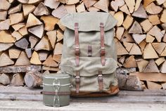 A very sturdy Swiss Army backpack set from the including a Swiss Army backpack and accessories. Made to last a lifetime. Swiss Army Backpack, Food Canisters, Vintage Backpacks, Have Metal, Leather Conditioner, Saddle Leather, Cutlery Set, Hiking Backpack, Canvas Backpack