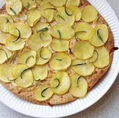 5 NEMME OG SUNDE SOMMERRETTER | Sundhedsjagten | Pizza på tortilla med kartofler og rosmarin – brug fx denne lækre sag i skiver som en lille hapser før maden