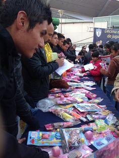 Los tuzos felices de entregar juguetes y firmar autógrafos