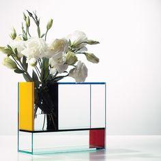 The Mondri Vase designed by Frank Kerdil is a wonderful geometric vase inspired by the work of the famous Dutch artist Piet Mondrian. Piet Mondrian, Dutch Artists, Vase, Creative Home, Design Awards, Flower Decorations, Futurama, Flower Art, Planting Flowers