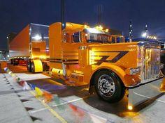 Beautiful 389 Peterbilt with Curtian side Trailer Show Trucks, Big Rig Trucks, Old Trucks, Peterbilt 379, Peterbilt Trucks, Custom Big Rigs, Custom Trucks, Automobile, Truck Paint