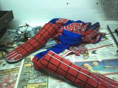 DIY Tutorial DIY Spiderman Costumes / DIY Spiderman replica costume - The boots - Bead&Cord Diy Costumes, Halloween Costumes, Costume Ideas, Little Boy Outfits, Little Boys, Diy Halloween, Halloween Decorations, Spiderman Costume, Cosplay Dress