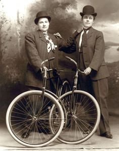 women_vintage_bicycle_museum_00.jpg 562×710 pikseli