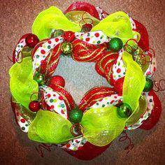 DIY Mesh Wreath tutorial--could do this for other holidays/themes as well--seasonal, sports team colors, etc.