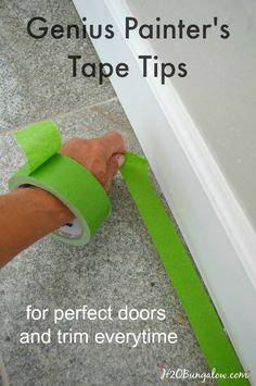 12 Genius Painters Tape Tips For A Perfect DIY Paint Job Genius painter's tape tips will have you painting like a pro in no time at all. Get perfect doors and trim everytime Diy Wand, Home Improvement Projects, Home Projects, Sewing Projects, Pintura Patina, Diy Home Repair, Up House, Painters Tape, Home Repairs