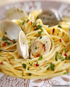 """Linguine with Clams - """"Alle Vongole"""". I've only ever had Spaghettie Alle Vongole in Italy, at the table of a wonderful Italian lady who grew her own tomatoes - so I'd love to be able to make something like this myself. I just never really know how to pick this kind of seafood to make sure it's fresh and safe for consumption."""