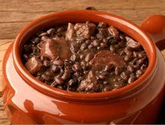 Feijoada is a delicious food from Brazil. Learn to cook Feijoada and enjoy traditional food recipes from Brazil. Bean Stew, Fast Healthy Meals, Strawberry Recipes, Saveur, International Recipes, I Love Food, Indian Food Recipes, Sweet Tooth, Food Porn