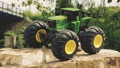 John Deere Monster Treads Rc Tractor - Toys and Gadgets (