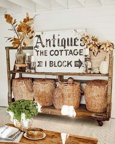 West Michigan Interior Designer, Liz Marie, shares her rustic fall entryway in a small space to help you get inspired for autumn. Check out the look here! Cottage Style, Farmhouse Style, Farmhouse Decor, Farmhouse Design, Fall Home Decor, Autumn Home, Fall Entryway, Cottage Signs, Diy Flooring