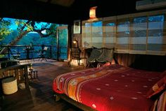 11 stunning Indian hotels you probably haven't stayed at but should :  Tree House Hideaway, Madhya Pradesh For travellers who like their accommodation secluded, natural and rustic, Tree House Hideaway in Bandhavgarh offers all this and much more. Perched high into the trees of a 21-acre private jungle are five private thatched tree houses that merge splendidly into the surrounding greenery. Luxury Tree Houses, Cool Tree Houses, Tropical Bedroom Decor, Treehouse Hotel, Backyard Treehouse, Unique Trees, Dream Rooms, Dream Bedroom, Luxury Travel