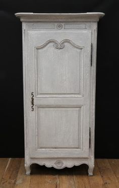 Bonnetiere / Single Door Armoire