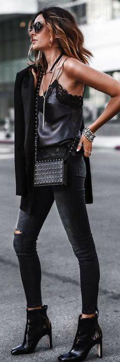 All black monochromatic outfit idea.