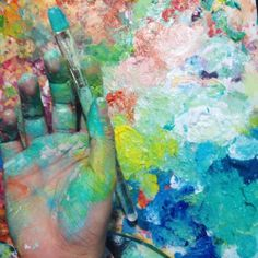 When your palette starts to match with your hand… ✋🎨