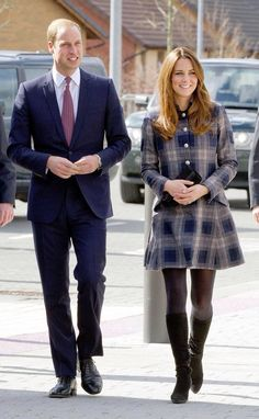 Image from http://i2.cdnds.net/13/14/618x1002/duchess-duke-cambridge-glasgow.jpg.