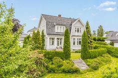(3) FINN – Skien - Praktfull villa på Falkum - Arkitekttegnet av H. Karsten - En unik eiendom! Home Fashion, Real Estate, Mansions, House Styles, Inspiration, Home Decor, Biblical Inspiration, Decoration Home, Manor Houses