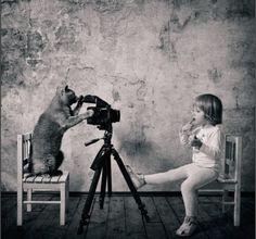 天真無邪小女孩與貓的故事