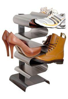 Damit die heißgeliebten Schuhe auch ein würdiges Plätzchen finden: http://zln.do/UC9zjh