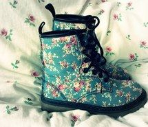Inspiring image shoes, beautiful, chic, turquoise, pink, style, dr martens, girl, docs, wonderful, trend, cute, trendy, gorgeous, fashionable, clothing, floral print, clothes, girly, pretty, fashion, cool, boots, lovely #1341859 by nastty - Resolution 500x375px - Find the image to your taste