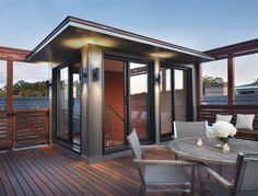 The Most Picture Rooftop Deck Railing Ideas to View from The Top. Flat roof with railings and a screened in porch. Rooftop wood patio and glass. Rooftop Terrace Design, Design Patio, Terrasse Design, Rooftop Patio, Railing Design, Patio Roof, Wood Patio, Rooftop Lounge, Rooftop Bar