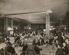 Dining passengers on the Queen Elizabeth (1940)