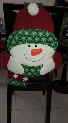 Handmade Christmas Crafts, Handmade Crafts, Crafts To Do, Crafts For Kids, Christmas Stockings, Christmas Ornaments, Chair Covers, Chocolates, Covering Chairs