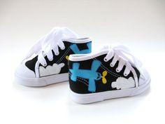 Barnskor - Boys Airplane Shoes Hand Painted  Black Hi by boygirlboygirldesign - Hos www.shoelovers.se