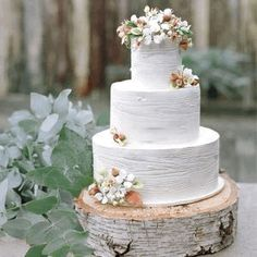 Perfect Endings bakery gave the frosting of this genoise cake a faux-bois finish at this rustic winter wedding in California! To see more festive winter wedding cakes, click the link in our bio! Themed Wedding Cakes, Wedding Cake Rustic, White Wedding Cakes, Cool Wedding Cakes, Beautiful Wedding Cakes, Rustic Cake, Wedding Cake Designs, Wedding White, White Cakes