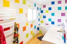 Contemporary Bathrooms 122723158575533868 - Salle de bains Blanc / Beige / Naturel Multicolore Contemporain / Actuel Source by Diy Interior, Bathroom Interior Design, Bathroom Tile Designs, Bathroom Colors, Colorful Bathroom, Ideas Baños, Decor Ideas, Heritage Bathroom, Contemporary Bathroom Lighting