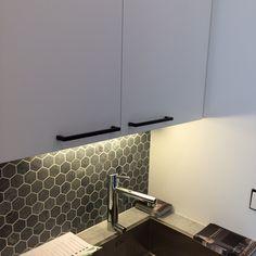 Mustat vetimet. #asuntomessut2015 Sink, Kitchen Cabinets, Home Decor, Kitchens, Sink Tops, Vessel Sink, Decoration Home, Room Decor, Vanity Basin