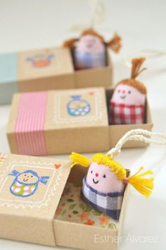 Esther Álvarez. Mini dolls in matchboxes – cute idea for Christmas elf place-holders!