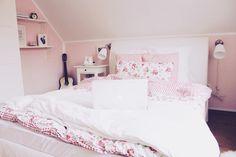 Image via We Heart It https://weheartit.com/entry/131388267 #bedroom #cosy #fluffy #girl #girly #pink #room #teenage #tumblr #white #wow #teenageroom #tumblrroom