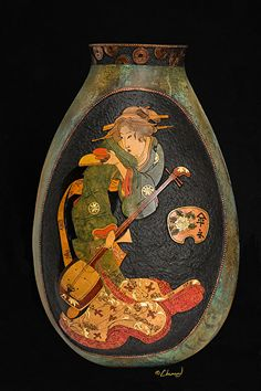 Former landscape designer Bob Colligen found a way to combine his love of nature with his art education, creating stunning sculptures using gourds. Hand Painted Gourds, Decorative Gourds, Rum, Muse Art, Popular Art, Vases Decor, Decorating Vases, Gourd Art, Ancient Art