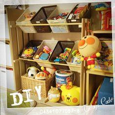 いいね!40件、コメント25件 ― いつみ✩*॰¨̮さん(@i.itsumi)のInstagramアカウント: 「細か〜いおもちゃ達を整理したいと思い、ネットで5000円の収納ラックを買おうか迷ってたら、パパがDIYでラック作ってくれたε=୧⍢⃝୨  トータル1800円ぐらいで済んだ‼︎…」