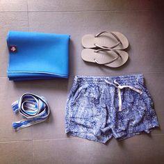 Flashpacking Essentials Mykonos. Follow Your Trolley. Das Reiseblog für Flashpacker. www.follow-your-trolley.com Trolley, Mykonos, Gym Shorts Womens, Essentials, Yoga, Fashion, Travel, Moda, Yoga Tips