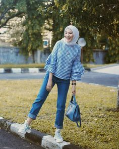 Ideas For Style Hijab Casual Monokrom Hijab Style, Hijab Chic, Hair Style, Casual Hijab Outfit, Blouse Outfit, Street Hijab Fashion, Muslim Fashion, Trendy Fashion, Fashion Outfits