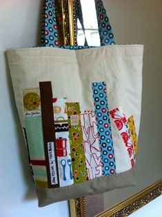 Patchwork n Play: Reading Time . Patchwork Bags, Quilted Bag, Sacs Tote Bags, Quilt Patterns, Sewing Patterns, Sewing Crafts, Sewing Projects, Diy Bags Purses, Cute Christmas Gifts