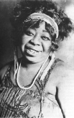 TheMother of the Blues, Ma Rainey, 1927, Chicago.  Although not from Chicago, Ma Rainey was discovered byChicago-basedParamount Records. She would go on to record the lion's share of her greatest recordings while callingthe cityher home-away-from-home.  From her not-so-subtle references to sex and other scandalous subjects (like herown proclivity for sleeping with women), her music is like no other.