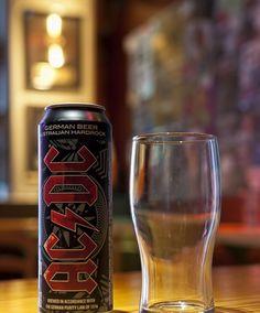 Το καταλληλότερο ποτό για να συνοδεύσει τη μουσική των AC/DC είναι η μπύρα. Έτσι σκέφτηκαν οι Αυστραλοί θρύλοι του hard rock και κυκλοφόρησαν τη δική τους μπύρα. Αυτό δεν είναι το πρώτο ποτό που κυκλοφορεί το συγκρότημα. Πέρυσι οι AC/DC κυκλοφόρησαν κρασί με το brand name τους, όμως είναι η πρώτη φορά που η μπάντα θα ασχοληθεί με το ποτό των «πραγματικών ροκάδων», όπως οι ίδιοι λένε.