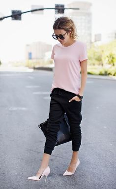 Cute Casual Chic Outfits, January 2016 Black Slim Jogger Pants Top Pink Tee by Hello Fashion Summer Work Outfits, Spring Outfits, Laid Back Outfits, Summer Outfit, Look Fashion, New Fashion, Sporty Fashion, Fashion Ideas, Street Fashion