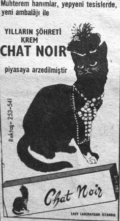 Muhterem hanımlar yepyeni tesislerde yeni ambalajı ile  Yılların şöhreti Krem Chat Noir  Piyasaya arz edilmiştir... Lady Laboratuvarı - İstanbul (1965)