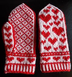 Ravelry: Herzerl pattern by contrabas knits Double Knitting Patterns, Knitted Mittens Pattern, Fair Isle Knitting Patterns, Crochet Mittens, Free Knitting, Knitting Socks, Mitten Gloves, Yarn Crafts, Knitting Projects