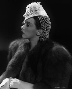 net hat worn with coordinating snood, 1939.