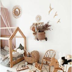Magnificent poetic room in pretty natural tones . Baby Bedroom, Girls Bedroom, Montessori Toddler Rooms, Nursery Room Decor, Kids Room Design, Baby Decor, Girl Room, Quartos, Interior Design