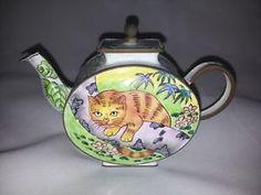 Charlotte-di-Vita-teapot-Cat