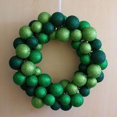 Weihnachten Weihnachts-Deko Dekoration Kugelkranz Kranz aus Christbaumkugeln Türkranz Anleitung DIY fertig
