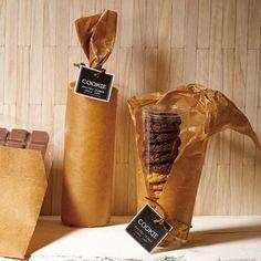 ロウ引き クッキー パッケージ Brownie Packaging, Baking Packaging, Bread Packaging, Dessert Packaging, Chocolate Packaging, Food Packaging Design, Bottle Packaging, Coffee Packaging, Logo Cookies