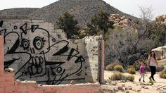 Graffiti in Joshua Tree National Park -   Como el Graffiti urbano ya se ha vuelto mainstream, los artistas más radicales emigran a los parques naturales